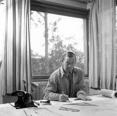 Cortesía de AlvarAalto.fi Alvar Aalto, Photos, Architecture, Superficial, Fictional Characters, Designers, Happy, Shape, Architects