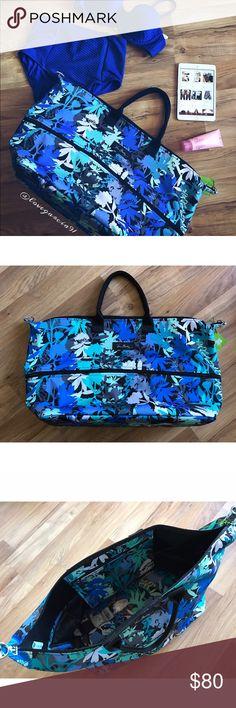 ▪️Vera Bradley Weekender ▪️ Ready set pack! Getaway in this beautiful Very Bradley Weekender bag! Measurements coming soon! Trading ✅reasonable offers Bags Travel Bags