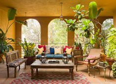 Sally Horchow's perfect summer entertaining spot...LOVE this space!