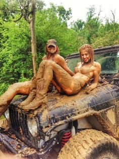 These girls know how to Jeep.