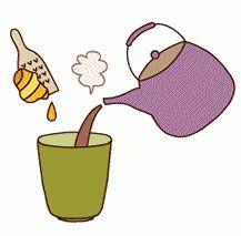 【ナチュラルお手当】解熱に「第一大根湯」 2015年08月07日 第一大根湯(だいいちだいこんとう)は 毒素を吸着して余分なものを排出する大根、 抗炎作用のあるしょうが、 血行を促すしょうゆが相乗効果を発揮し、 発熱や急性中耳炎、じんましんなどに効きます! 長女の耳痛にも、先日ご紹介した ユキノシタのお手当と共に。 朝発症して、夕方には治りました。 大根湯本当にいいですよん。 【材料】 ・大根おろし(大根の下の部分がいい):大さじ山もり3杯 ・根生姜おろし:大根おろしの1割程度 ・醤油:大さじ1杯強 ・三年番茶:2カップ 【作り方】 1.大きめの容器に大根おろしと、 大根の一割の根生姜おろし、醤油を入れます。 2.三年番茶を沸かし、その中に注ぎます。 *大人の場合* かぜのこれを一度に飲み、頭からふとんをかぶり、 汗が充分に出るように寝ます。 汗が出ないときはもう一度大根湯を飲み、 同じことを繰り返します(でも2回まで)。 *子供の場合* この大根湯とても効きますが、子供はなかなか飲みません。 具合が悪いときはなおさら。 美味しくしましょう!…