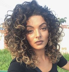 Obsessed with her hair! Curled Hairstyles, Cool Hairstyles, Natural Hair Styles, Short Hair Styles, Short Curly Hair, Love Hair, Hair Dos, New Hair, Hair Inspiration