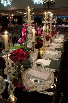 Photos that inspire us…mirrored table surfaces add dimension to the dining experience. Elegant Table Settings, Beautiful Table Settings, Wedding Table Settings, Place Settings, Table Arrangements, Table Centerpieces, Wedding Centerpieces, Wedding Decorations, Wedding Events