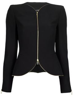 Shop women's designer bolero jackets online now at Farfetch. Find stylish cropped jackets from top brand names at elite boutiques Business Casual Outfits, Classy Outfits, Suit Fashion, Fashion Outfits, Mode Jeans, Pinterest Fashion, Blazer Outfits, Work Attire, Types Of Fashion Styles