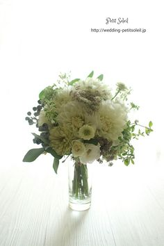 クラッチブーケ ホワイト Green Flowers, White Flowers, Wedding Bouquets, Wedding Flowers, Wedding Images, Floral Arrangements, Floral Design, Centerpieces, Bridal