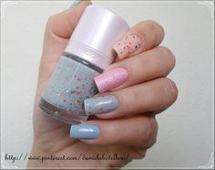 Pink Star, da Tony Moly; Pussy Galore, da O.P.I; Milky Way, da Tony Moly; Aquarium, da Beauty Color.