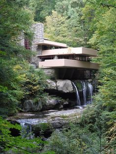 Fallingwater  Designed by Frank Lloyd Wright  1935                                                                                                                                                                                 もっと見る