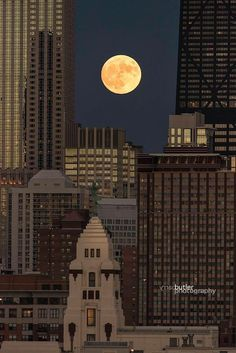 Super moon over Chicago (Chicago Pin of the Day, 11/17/2016).