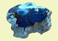 Blue amber from the Dominican Republic - Photo by Vassil