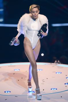 Find images and videos about legs, miley cyrus and miley on We Heart It - the app to get lost in what you love. Hannah Montana, Miley Cyrus Style, Miley Cyrus Outfit, Miley Cyrus 2013, Miley Cyrus Pictures, Female Singers, Celebs, Celebrities, Woman Crush