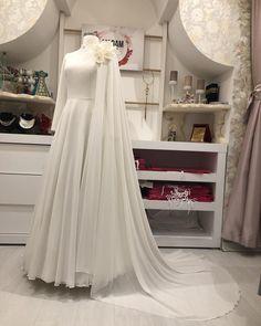 Manolya Evening Dresses Price / Info – Best Of Likes Share Hijab Abaya, Hijab Gown, Hijab Evening Dress, Hijab Dress Party, Lace Evening Dresses, Muslimah Wedding Dress, Muslim Wedding Dresses, Bridal Dresses, Wedding Gowns