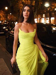 fe24d757d2f PFW Look  Neon para o Jantar Oscar de La Renta - Super Vaidosa