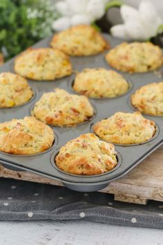 A super easy savoury muffins recipe made with ham, corn, cheese and chives. perfect for lunch boxes, as a side to a bowl of soup or on their own! Printable Thermomix and conventional recipe cards included. Savoury Vegetable Muffins, Gluten Free Savoury Muffins, Healthy Muffins, Savoury Muffin Recipe, Frittata Muffins, Savory Breakfast, Breakfast Muffins, Muffins Sains, Real Food Recipes