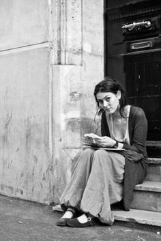 What Makes French Beauty So . . . French? Love the au naturel allure of French women...