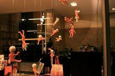 Travessa CCBB - Homenagem à exposição Elles, com obras de artistas mulheres da coleção do Centro Georges Pompidou/ Musée National d'Art Moderne. www.travessa.com.br