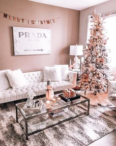 """2,624 Beğenme, 102 Yorum - Instagram'da ᴮᴸᴼᴺᴰᴵᴱ ᴵᴺ ᵀᴴᴱ ᶜᴵᵀᵞ (@hayleylarue): """"Blush pink, rose gold, & White Christmas decor reveal is up on my blog! Now with the Holiday's…"""""""