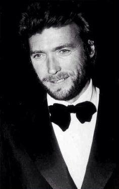 Clinton Eastwood.Nato il 31 Maggio è un attore, regista e produttore cinematografico statunitense.(1930)