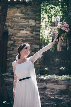 La Boda de Laura y José. La novia más feliz. By El Balcón de Alicia Foto: Kiwo @telva #realwedding #boda #bride #weddingdress #vestido #novia #bouquet #ramo