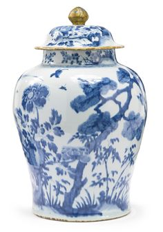 JP: CHINESE PORCELAIN BLUE AND WHITE JAR AND COVER, QING DYNASTY, 18TH CENTURY