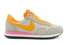 Nike Wmns Pegasus 83 (Light Orewood Brown/AtomicOrange)