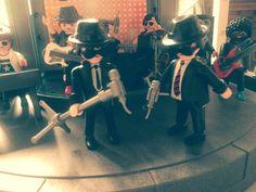 Les Blues Brothers en #Playmobil pour l'exposition #Playmobil sur le #cinéma au château de #Jallanges cet été 2017. Avec Dominique Bėthune collectionneur de playmobil. Lego Tv, Brothers, Dominique, Movie Tv, Concert, Toys, Bebe, Radiation Exposure, Event Posters