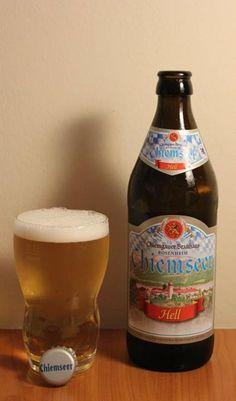 Cerveja Chiemseer Hell, estilo Munich Helles, produzida por Auerbräu, Alemanha. 4.8% ABV de álcool.