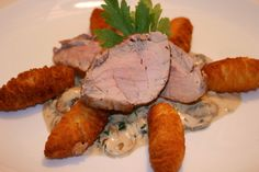 Schweinsmedaillons mit Schwammerlsauce Pork, Chicken, Meat, Food Menu, Easy Meals, Food Food, Recipies, Kale Stir Fry, Pork Chops