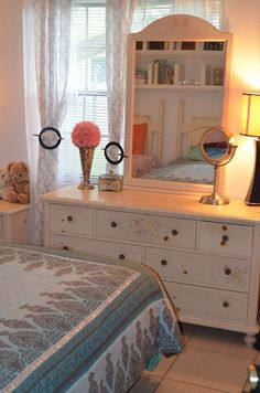 Girls Beautiful Solid Wood Furniture 600.00 Vignettes A Division Of  Thomasville Thomasville   Ribbons Bows Collection