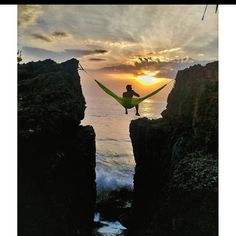 18 Photos That Will Make You Want To Try Hammock Camping | Red Rover Camping