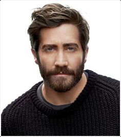 Jake gyllenhaal beard stubble man beards What is the stubble and what are the various types of Stubble Beard Styles? Stubble does demand effort for the perfect look and here is how you can achieve it! Beard Styles For Men, Hair And Beard Styles, Mens Haircuts 2015, Men's Haircuts, Modern Haircuts, Male Curly Hair, Bart Trend, Medium Hair Styles, Coiffure Facile