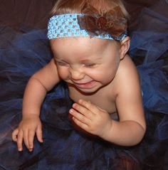 NO SEW TUTUS! I cant get enough of this, my insides are jumping on a trampoline! (Probably because I made a tutu for my daughter awhile ag. No Sew Tutu, How To Make Tutu, Crafty Fox, Creative Crafts, Diy Clothes, Little Ones, To My Daughter, Crafts For Kids, Bows