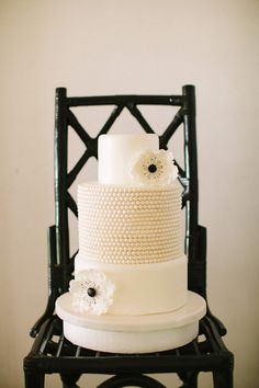 Very chic black and white wedding cake by Stellar Cakes