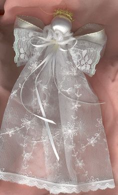 Mom Finds Wedding Dress When Cleaning, Transforms It Into A Functional Piece For The Home Take your wedding dress out of your closet and use it for these great things. Christmas Projects, Holiday Crafts, Christmas Crafts, Christmas Decorations, July Crafts, Birthday Decorations, Old Wedding Dresses, Wedding Dress Crafts, Diy Angels