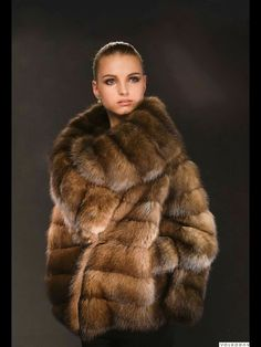 Fur Collar Coat, Fox Fur Coat, Fur Collars, Sable Coat, Fur Coat Fashion, Fur Clothing, Fabulous Furs, Fashion Photography Poses, Fur Stole