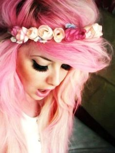 hot pink  white ombre hair. there was once a time when i would have loved to try this. lol
