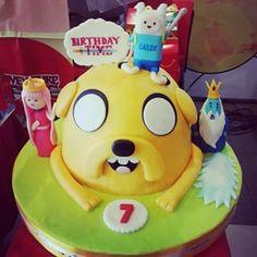 Esta que incluye a tus personajes favoritos. | 24 Deliciosas tortas para festejar tu cumpleaños con Adventure Time