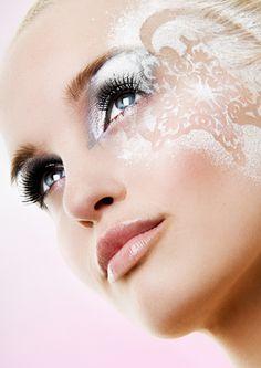 Photographer: Kim Mandemaker Hair Make-up: Nicole Beuker Model: Linda Visser Snow Queen Makeup, Snow Makeup, Beauty Makeup, Hair Makeup, Hair Beauty, Makeup Eyes, Makeup Inspo, Makeup Inspiration, Color Borgoña