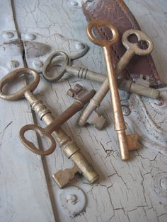 Antique Brass Skeleton Key Lot of 5 rustic findings for shabby chic home decor