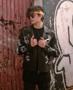 Grunge Fashion, Mens Fashion, Hot Emo Boys, Style Hip Hop, Stylish Dp, Photography Poses For Men, Tomboy Outfits, Selfie Poses, Pretty Boys