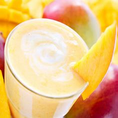 Looking for mango smoothie recipes? We research and listed 17 mango smoothie recipes by expert recommendation. Fruit Smoothies, Smoothies Banane, Mango Pineapple Smoothie, Mango Smoothie Recipes, Protein Shake Recipes, Breakfast Smoothies, Detox Breakfast, Breakfast Meals, Protein Breakfast