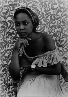 Seydou Keita : The official website of the great Malian photographer Seydou Keita. A self-taught photographer, he opened a studio in 1948 and specialized in portraiture. Seydou Keïta soon photographed all of Bamako and his portraits gained a reputation for excellence throughout West Africa.