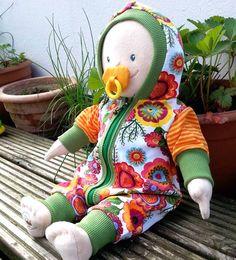 Lybstes Freebook: Puppenanzug, Puppen-Jumper, Puppen-Schlafanzug selber nähen