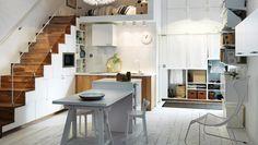 Cocina con frentes de cajón y puertas VEDDINGE en blanco y puertas HYTTAN de roble. Cocina METOD Ikea