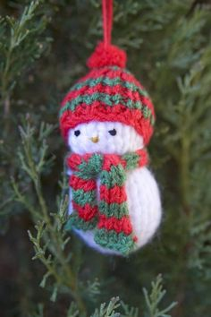 How to knit a snowman for the Christmas tree Christmas Tree Ornaments, Christmas Decorations, Holiday Decor, Free Knitting, Knitting Patterns, Crafts To Make, Christmas Crafts, Christmas Stuff, Christmas Knitting