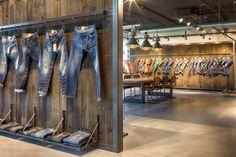 Petrol Industries, oficinas y showroom en Tilburg, por VDS Concept & Design Shop Front Design, Store Design, Jeans Store, Industrial, Shop Window Displays, Store Displays, Store Interiors, Shops, Retail Design