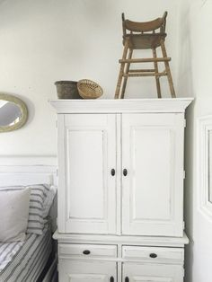 Are you looking for some summer decor inspiration? This summer farmhouse home tour has tons of great decor ideas and light filled rooms to enjoy. Repurposed Furniture, Home Decor Furniture, Rustic Furniture, Furniture Makeover, Painting Furniture, Farmhouse Homes, Farmhouse Style, Farmhouse Decor, Cottage Farmhouse