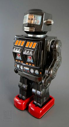 S-H Horikawa ROTATE-O-MATIC SUPER ASTRONAUT vintage tin toy battery-operated robot by LUNZERLAND., via Flickr