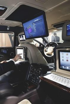 Billionaire Lifestyle Discover Inside a Bentley! Loving the idea of ipads on the back of the seats! Rolls Royce, My Dream Car, Dream Cars, Nissan, Carros Lamborghini, Ferrari, E90 Bmw, Automobile, Bentley Mulsanne