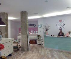 Love Story Novias (Gran Vía 11) es una boutique de complementos para novias y wedding planner.