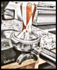 Momentos especiales  Sabores especiales = #AromaDiCaffé  Deléitate con el mejor café  #Espresso. Conócenos en el C.C. Metrocenter pasaje colonial. #AromaDiCaffé #MomentosAroma #SaboresAroma #Espresso #Latte #Tamper #Café #Caracas #QuieroUnCafé #BuscandoElCafé #Coffee #CoffeeLovers #CoffeeBreak #CoffeeMoments #InstaCoffee #InstaMoments